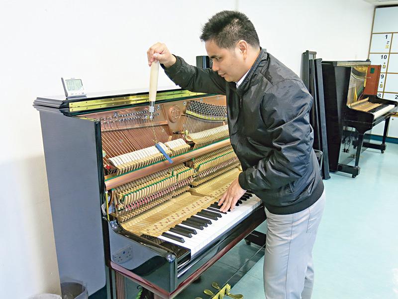 視障人士具備專注力強、觸覺敏銳等特質,只要配合訓練,可從事按摩、鋼琴調音等工作。