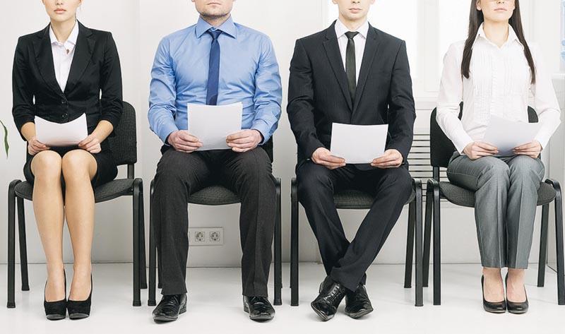 求職者面試前應做好資料蒐集,多看新聞,有助靈活地回答面試問題。