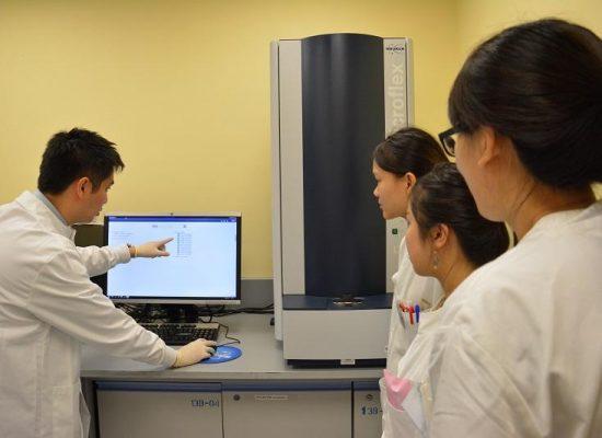 醫務化驗師檢測病毒根源爭分秒 掌握分子測試技術 診斷更準更快