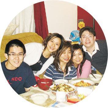 讀書室友——Winnie(左二)獲得獎學金到美國讀書,當時的室友陪伴Winnie完成碩士和博士課程。(受訪者提供)