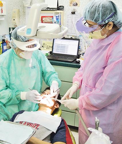 {牙齒衛生員}, {牙醫助護}, 香港大學附屬學院, 牙科支援人員,