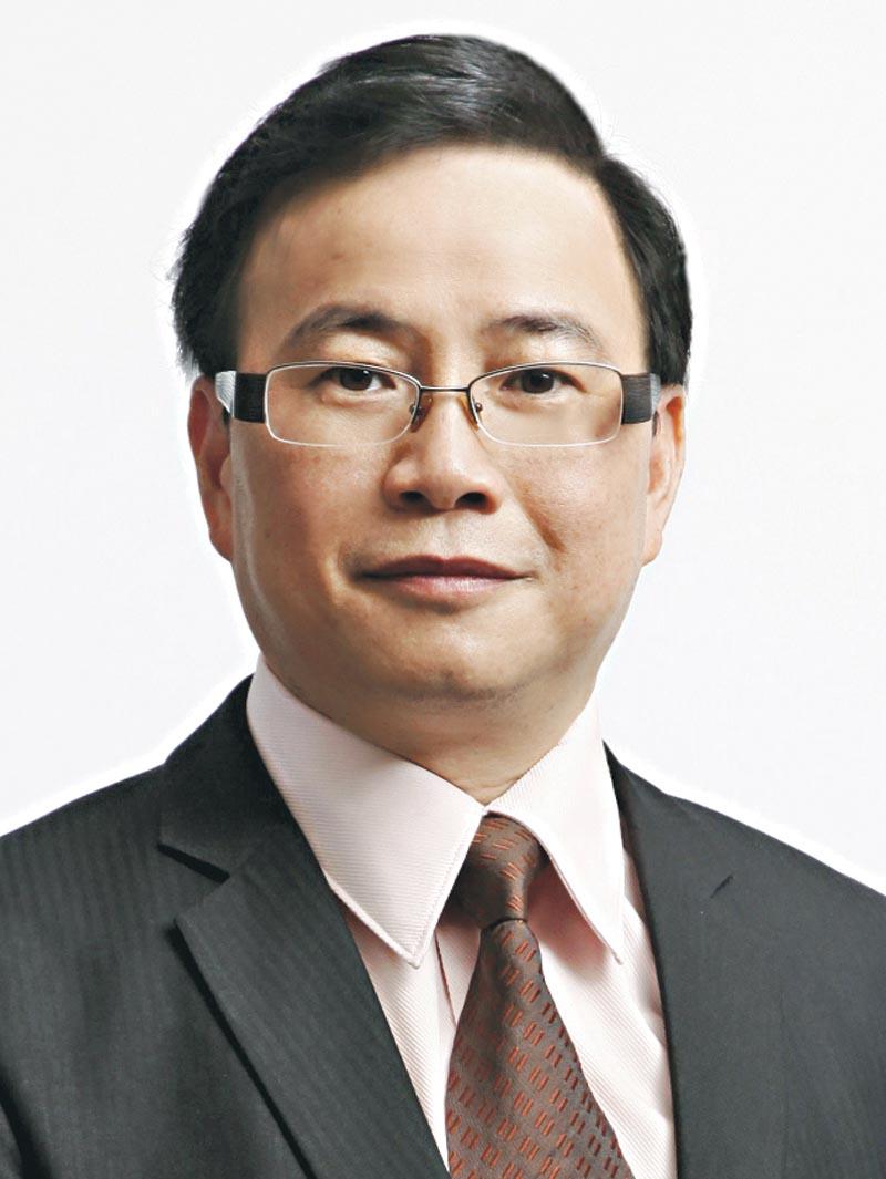 身兼社企新領域生涯規劃創辦人、聖雅各福群會延續教育中心導師的教育心理學家彭智華