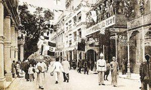 屈臣氏前身「香港大藥房」於1841年在上環開業,其後遷往中環歷山大廈,是集團最早的商店。