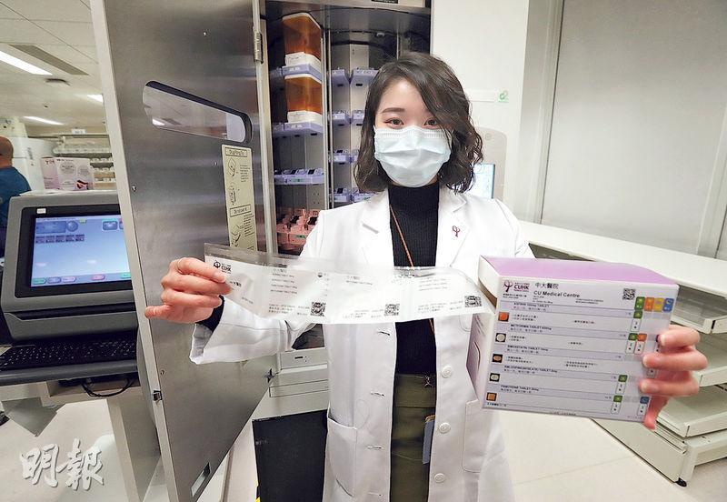 中大醫院引入自動分藥機,可分260種藥、每秒一包,減低病人服錯藥物、服錯劑量等情况,對象為服用多種藥物的長期病患者。(李紹昌攝)