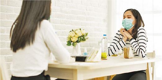 坦誠溝通——與家人坦誠溝通,集思廣益,解決當下困難。(設計圖片,anon-tae@iStockphoto)