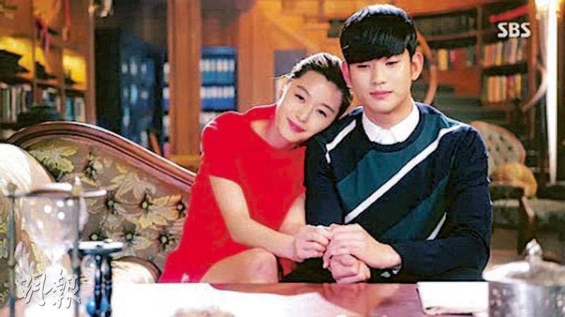 鄭麗麗為韓劇《來自星星的你》全智賢(左)演的千頌伊配音,笑稱跟主角同樣「傻傻哋」,特別容易投入。(網上圖片)