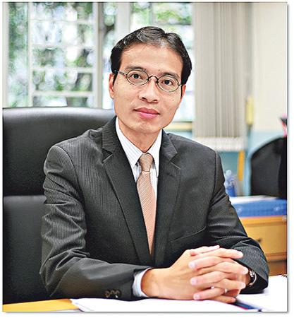 香港培僑書院校長吳育智