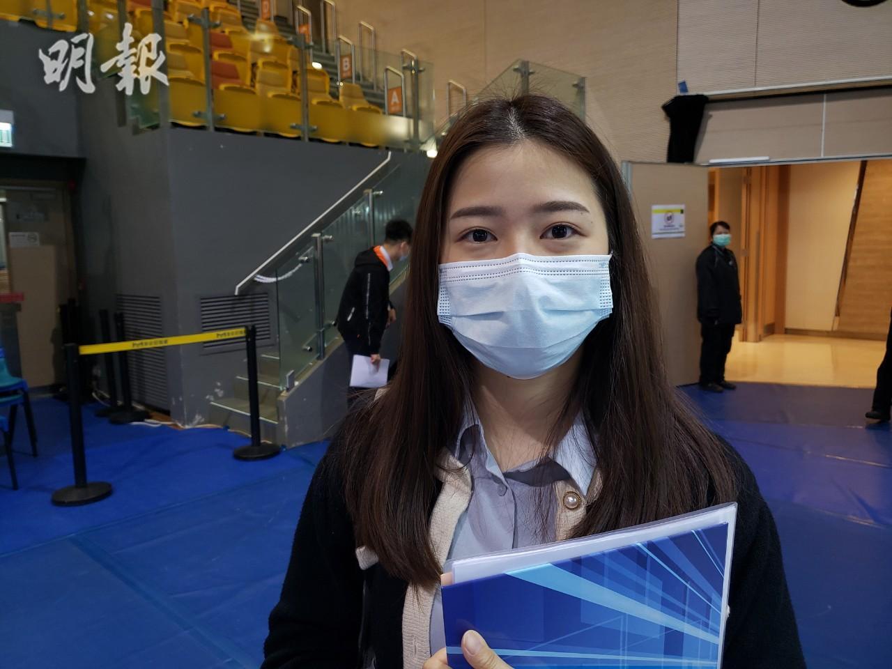城大應用經濟學系研究生陳小姐表示,疫情下在港求職較難,反而大灣區發展快。(羅嘉凝攝)