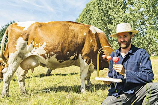 Adelaide另一畢業作品The Ultimate Milk Cow,為不同乳牛立下最佳產量等3個獎項,讓人關注乳牛優生學的相關議題。(Adelaide Lala Tam攝)