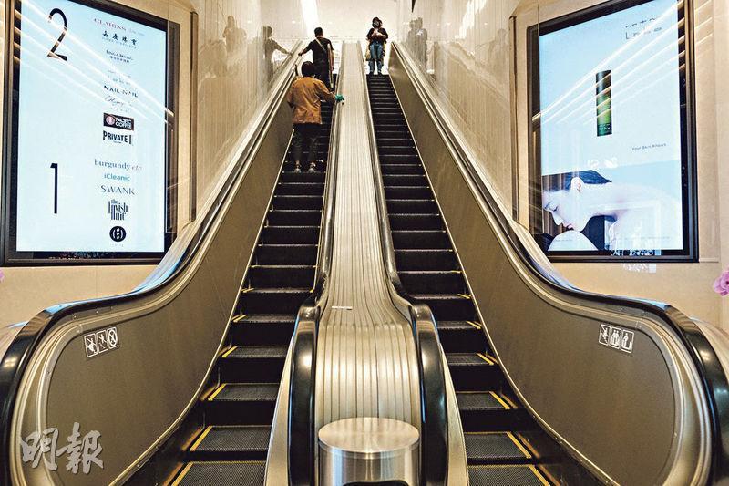 歷史悠久——現存最古老自動梯位於中環中建大廈。(賴俊傑攝)