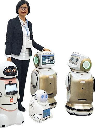 智齡科技——Angela發展物聯網科技業務多年,對長者智齡科技滿腔熱誠,曾多次在樂齡科技展擺設展覽(圖),推廣長者能使用的機械人。(受訪者提供)