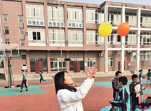 Shanna身體力行到韶關、貴州、蒙古參 與義教活動,當地小朋友的熱情投入、笑 臉回饋,令她感覺活動充滿意義,更堅定 了當教師的信念。