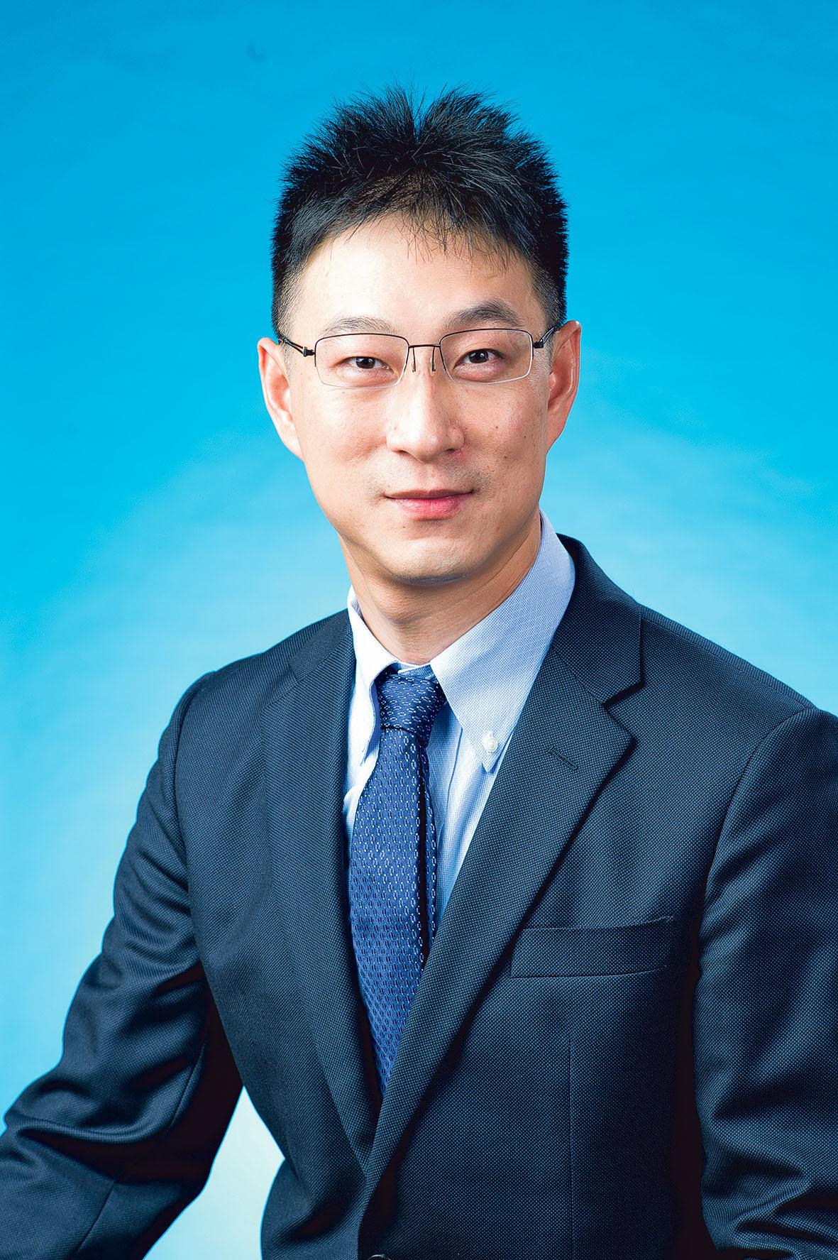 聯合實驗室主任的吳博士(左圖)