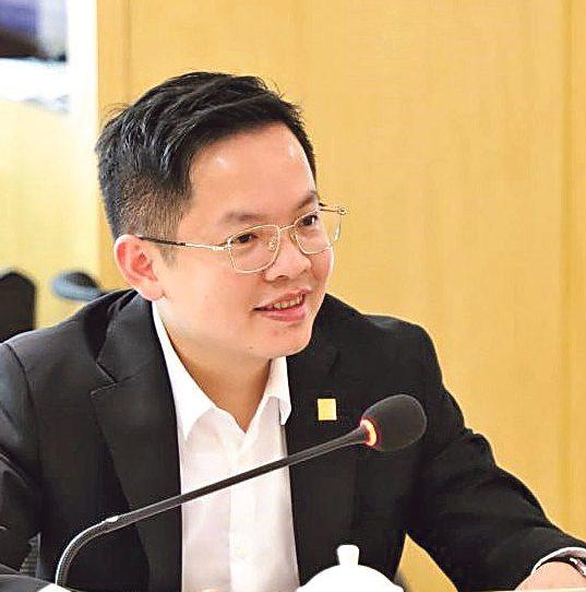 香港維港教育集團總裁、廣州暨大港澳子弟學校執行董事鄧強光