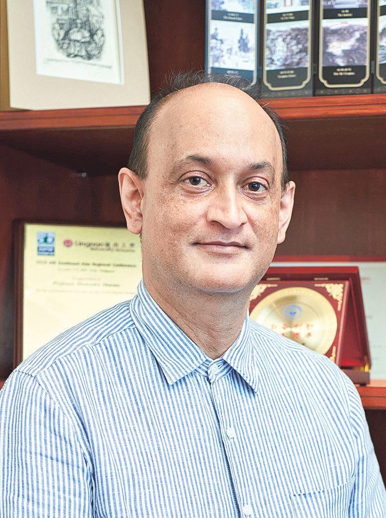 嶺南大學協理副校長 (學術素質保證與國際事務)兼環球博 雅教育課程總監夏爾馬教授(Professor Shalendra Sharma)