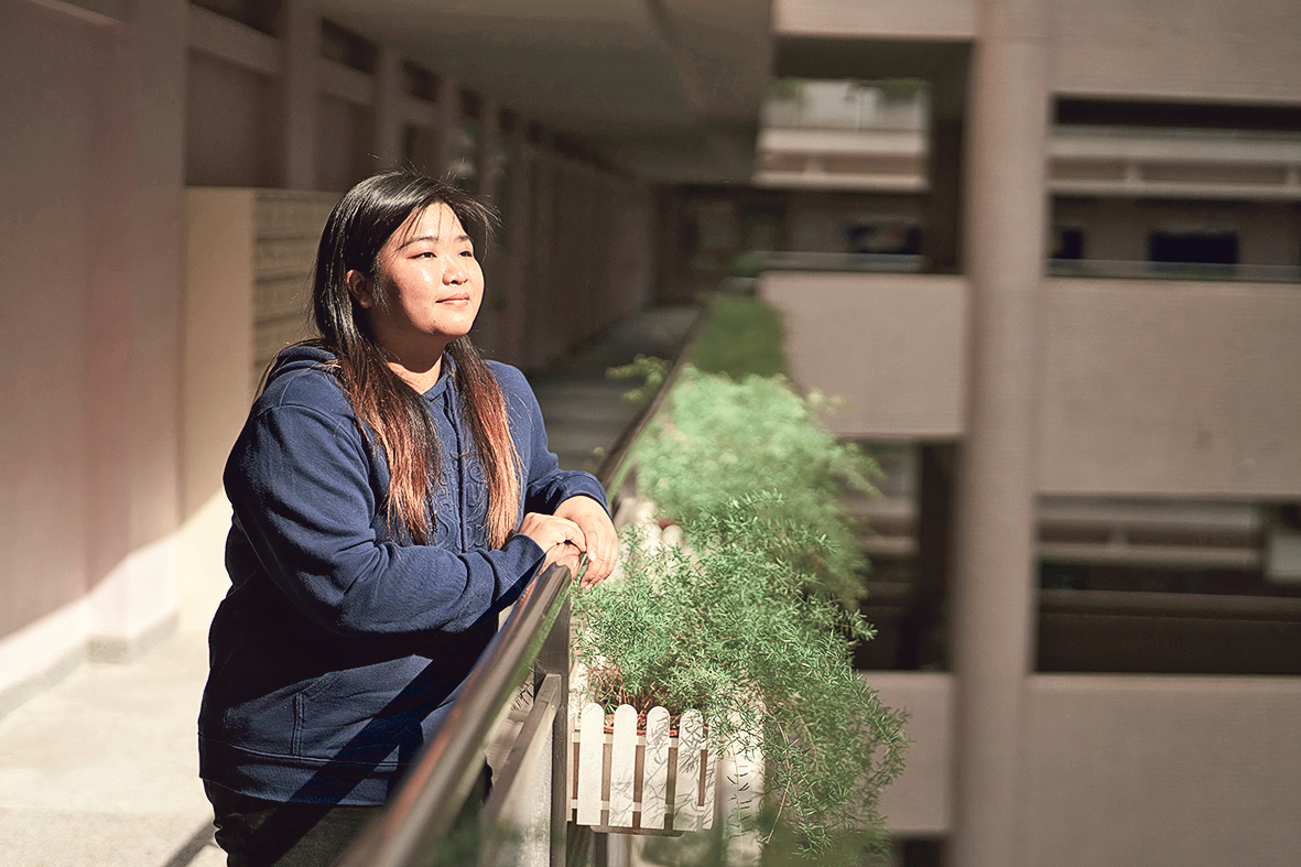 Avis曾到賽馬會創意藝術中心實習,令她獲益良多。圖為她實習時所做 的專訪。