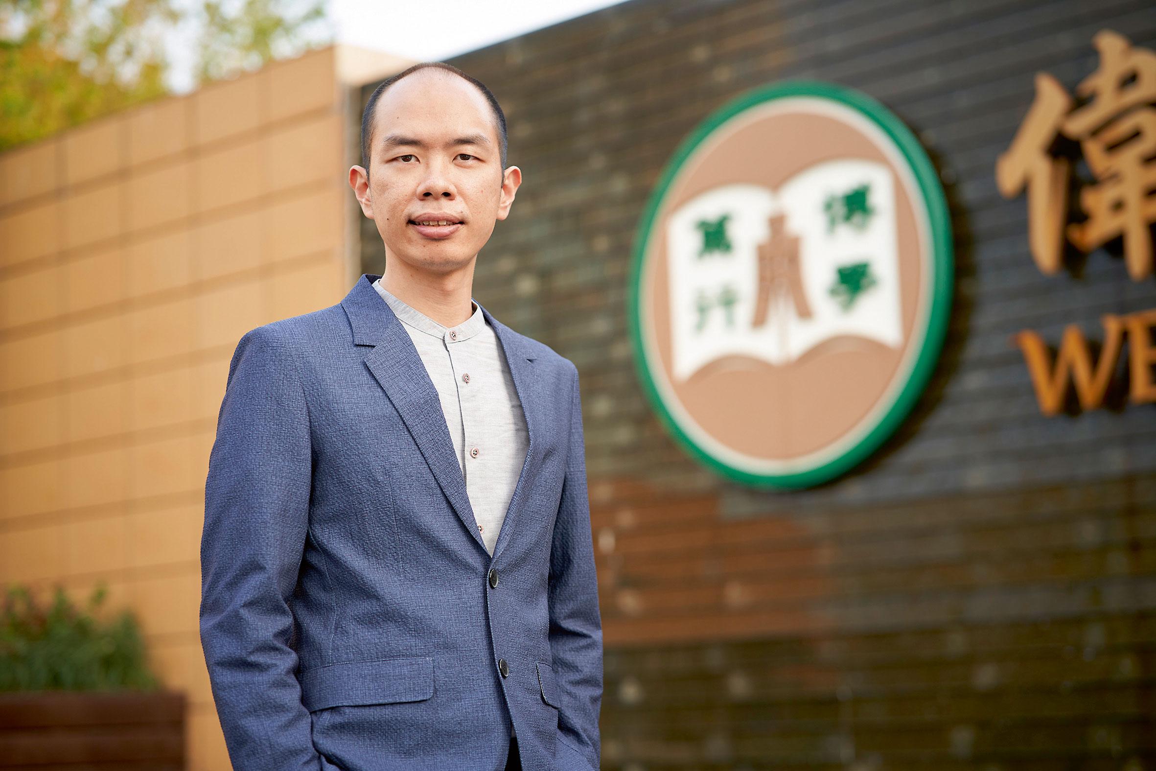 香港恒生大學英文系系主任及英國語文(榮譽)學士課程主任馮啟陽博士