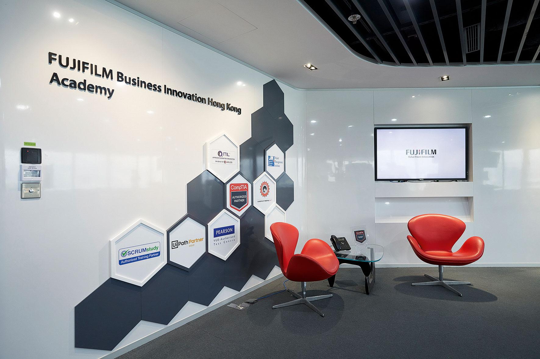 FUJIFILM BI HK學院會為員工提供有關產品和資訊科技的培訓。