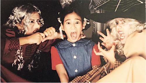 小小演員——Crisel(中)由10歲開始便在菲律賓的職業劇團演出。(受訪者提供)