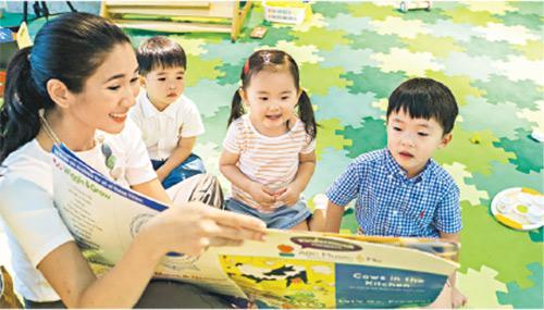 幼兒教育——Crisel(左)離開香港迪士尼樂園後,在香港開展幼兒教育事業。(Happy Baton HK提供)