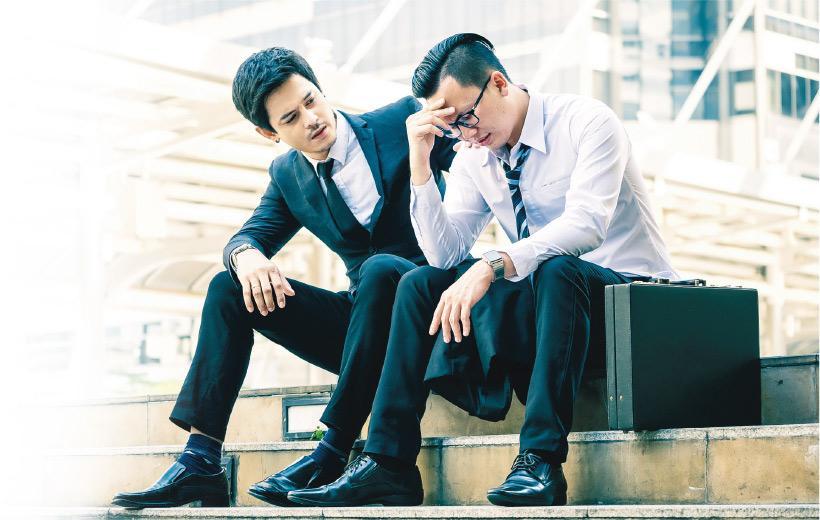伸出援手——香港心理衛生會首席企業培訓顧問、註冊社工黃廷儼指出,同理心知易行難,要在日常生活中時常練習,才可以在突發情况下發揮,幫助身邊人。(設計圖片,模特兒與本文提及疾病無關,trumzz@iStockphoto)