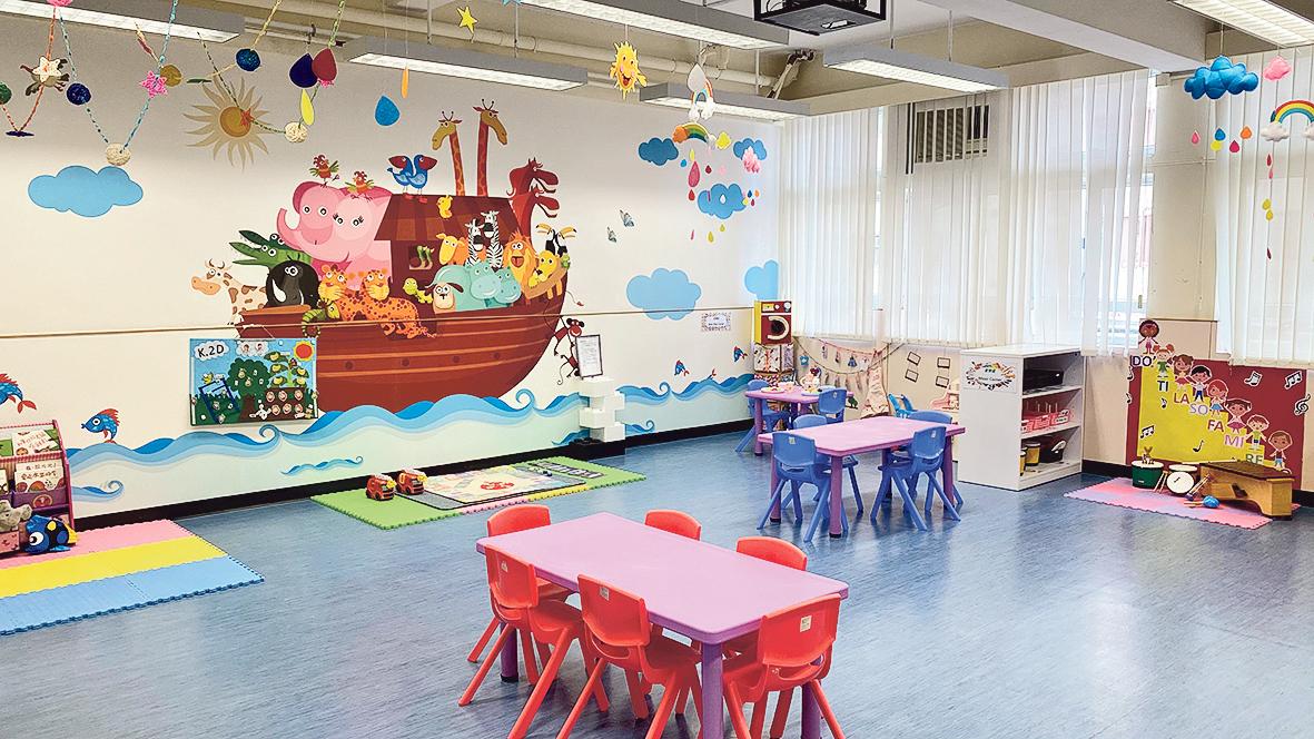 學員可透過書院的幼稚園實驗 室、遊戲室及有關教學設備,進 行微格教學(micro-teaching)及 模擬設計不同的活動。