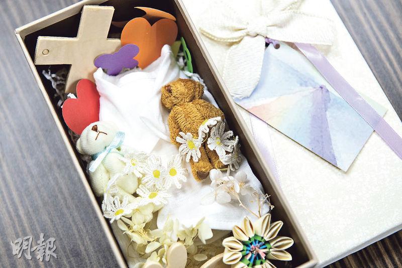 最後心意——若伍桂麟接到流產胎個案,他會精心佈置棺材,為胎兒父母帶來安慰。(朱安妮攝)