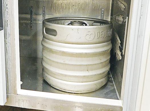 Breer第一款手工啤除大部分以罐裝形式發售之外,亦有小部分以桶裝形式供貨給酒吧和其他食肆。