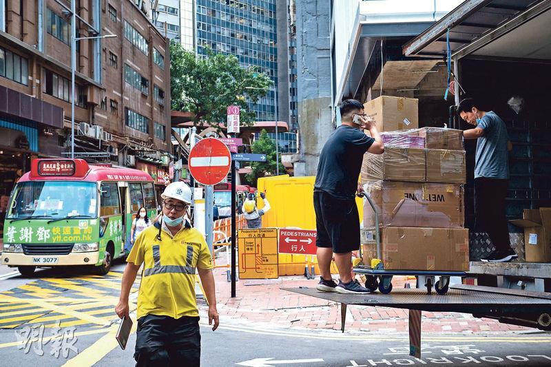 本港最新失業率回落至4.7%,其中建造業及運輸業有相對明顯跌幅,前者跌0.7個百分點至7.4%,後者更跌1個百分點至4.8%。(林靄怡攝)