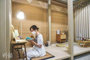 沉澱心靈——每逢周四是cafe的「心靈按摩日」,讓大家讀本書,呷杯咖啡,沉澱心靈。(馮凱鍵攝)