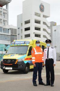 右起:香港消防處署理高級救護主任蕭景輝和救護員莫道亮
