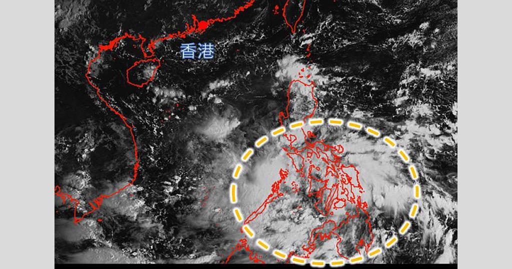 10月4日上午8時的日本氣象廳的向日葵8號衛星圖像,顯示菲律賓中南部有對流雲團發展(黃圈示)。(天文台網頁圖片)